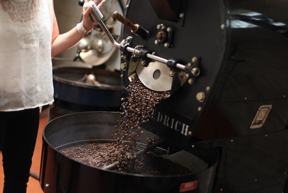 кофе обжаривают